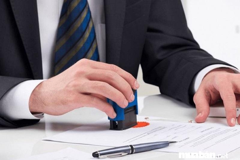 Công chứng hợp đồng mua bán xe.