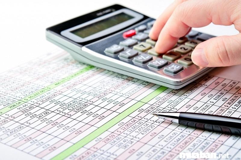 Nộp phí trước bạ tại Chi cục Thuế.