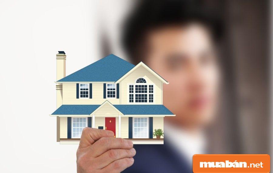 Nếu không muốn tự bán nhà, bạn có thể tham khảo và lựa chọn một trong những dịch vụ môi giới uy tín để nhanh hơn.