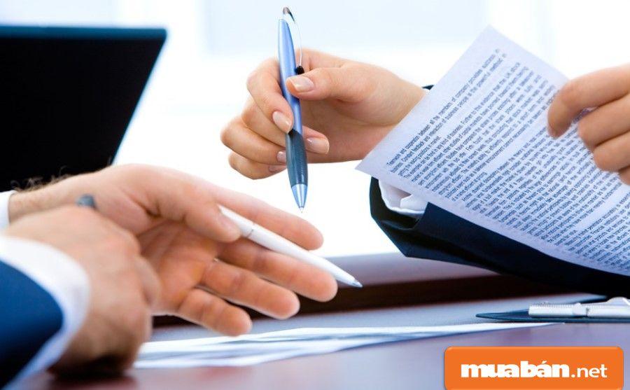 Bạn cũng có thể tìm tới các văn phòng môi giới bất động sản để được hỗ trợ.