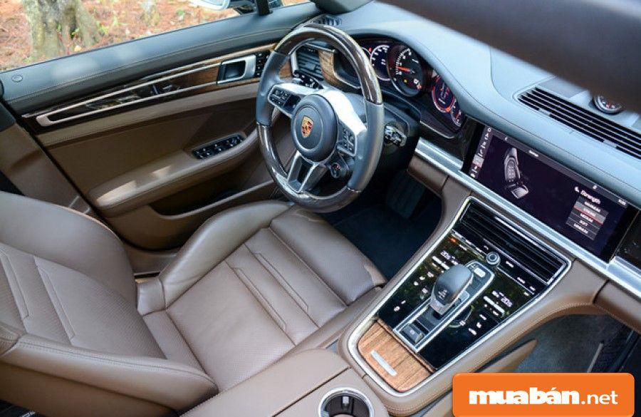 Kiểm tra nội thất xe có xuống cấp hay bị bạc màu ở các vị trí khác nhau hay không?