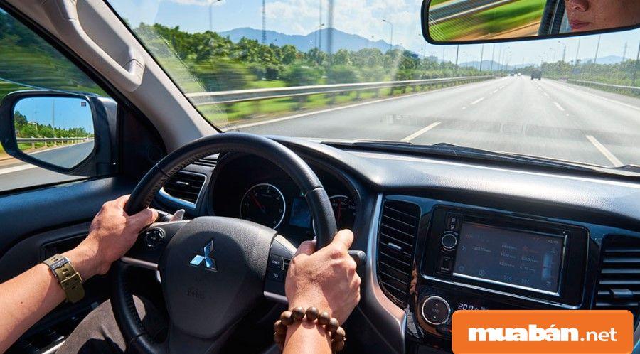 Bạn hãy đề nghị lái thử xe để có sự cảm nhận trực tiếp tốt nhất từ chiếc xe mình cần mua.