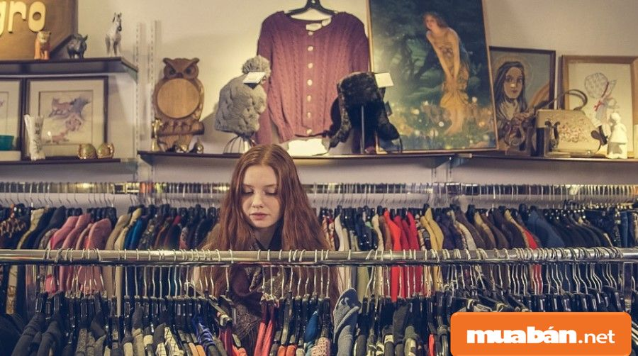 Nhân viên bán hàng thời trang