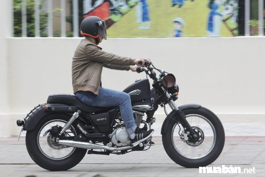 Suzuki GZ150-A cũng rất thích hợp để chạy trong đường phố đông đúc.