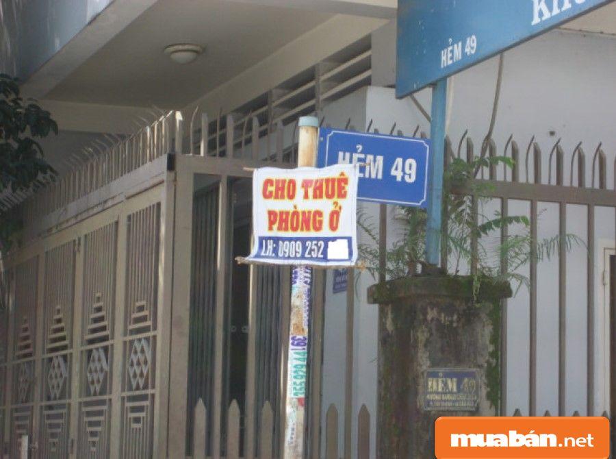 Thông thường ở các khu vực có nhà cho thuê sẽ dán các thông báo quảng cáo như thế này.