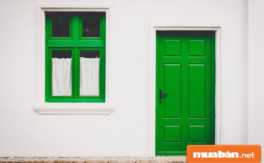 Bạn hãy kiểm tra các cánh cửa của ngôi nhà có an toàn và chắc chắn hay không?