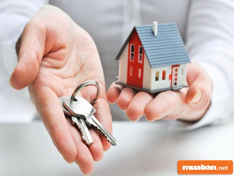 chìa khóa và nhà