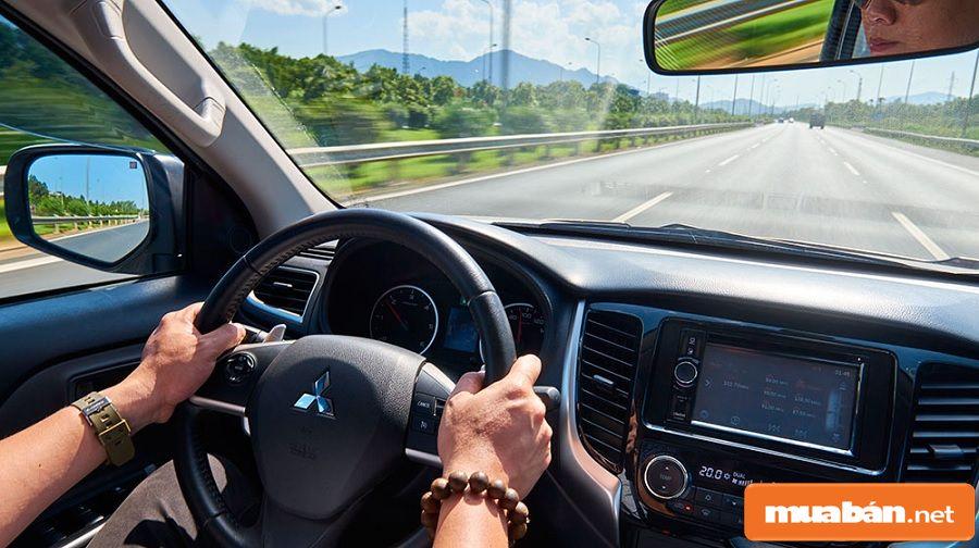 Khi tìm việc làm tài xế lái xe, bạn vẫn cần phải học hỏi các kiến thức chuyên môn.