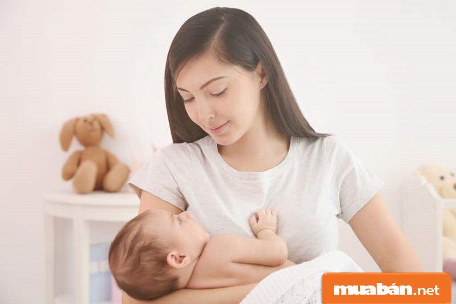 Nếu bạn yêu thích và biết chăm sóc trẻ con trong gia đình, sẽ rất dễ chiếm được thiện cảm.