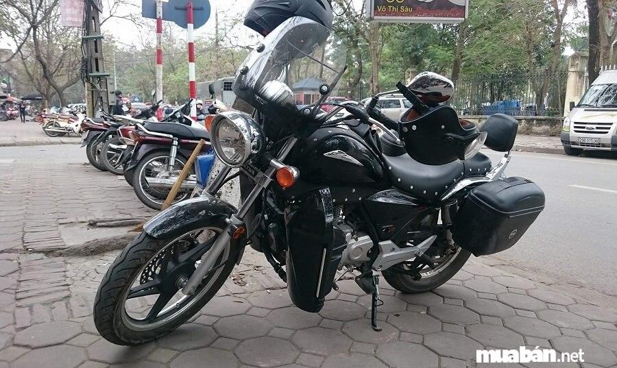 Rất nhiều người dùng vẫn trung thành với những dòng xe thiết kế cổ điển như Honda Shadow 150.