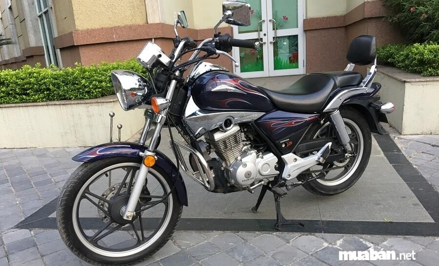 Honda Shadow 150 sở hữu kích thước dài x rộng x cao lần lượt là 2.040 x 800 x 1.065 mm.