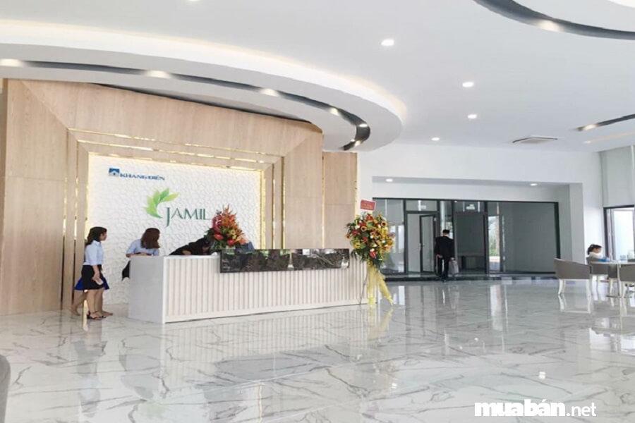 Jamila nằm tại vị trí mặt tiền đường Song Hành, Phường Phú Hữu, Quận 9, TPHCM.