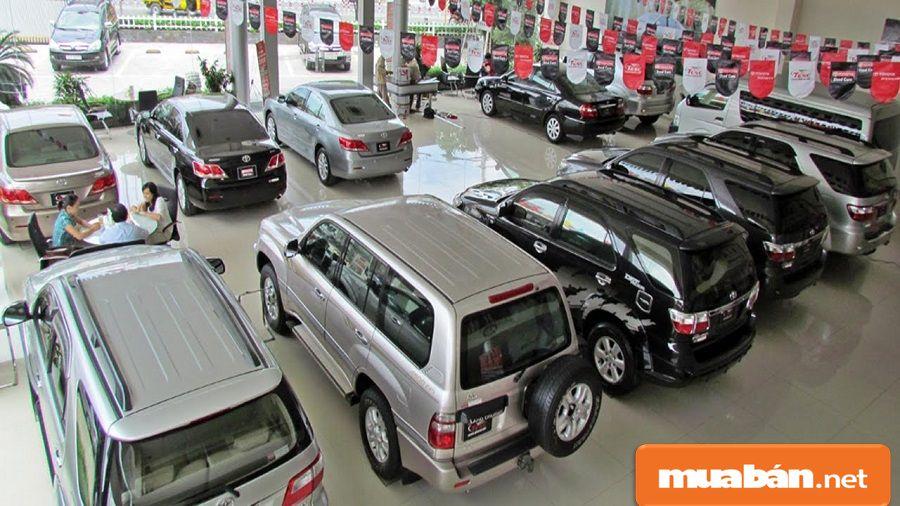 Bạn có thể đến Showroom oto thanh lý, bán xe cũ để tham khảo thông tin xe bạn thích.