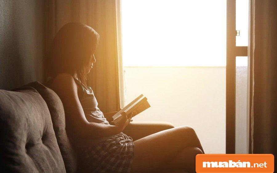 Ở một mình nghĩa là bạn muốn – làm – gì – thì – làm, bạn sẽ có khoảng thời gian riêng tư trong căn phòng mình thuê.