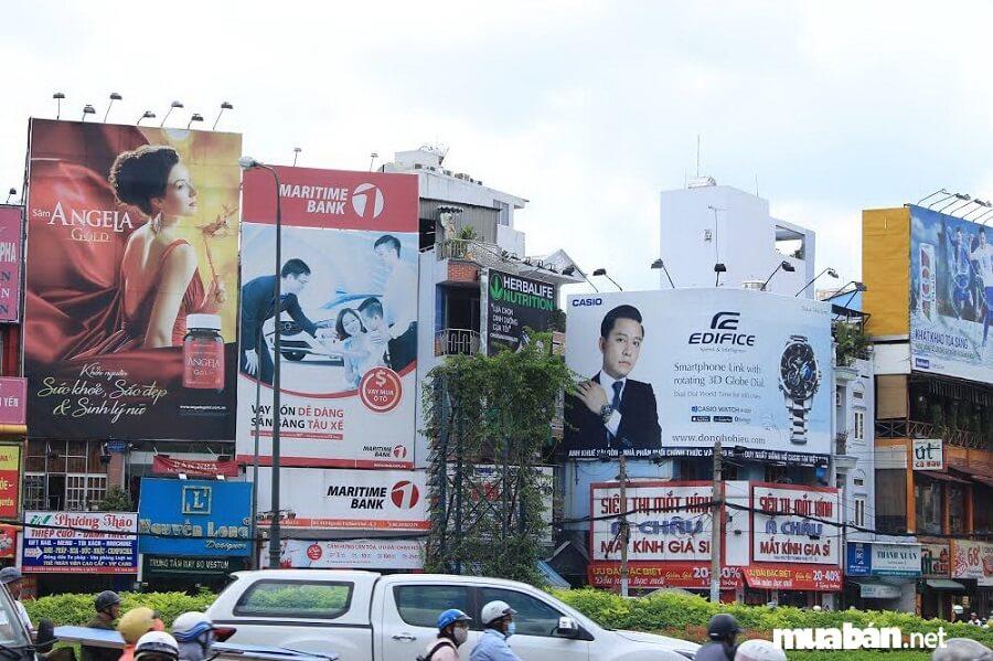 Nghiêm cấm hành vi phát tán tờ rơi rao vặt tại các nút giao thông và khu vực công cộng.