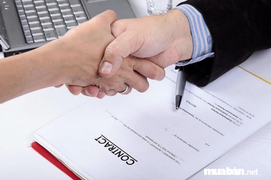 Để tiết kiệm chi phí bạn nên làm rõ mọi điều khoản trong hợp đồng.