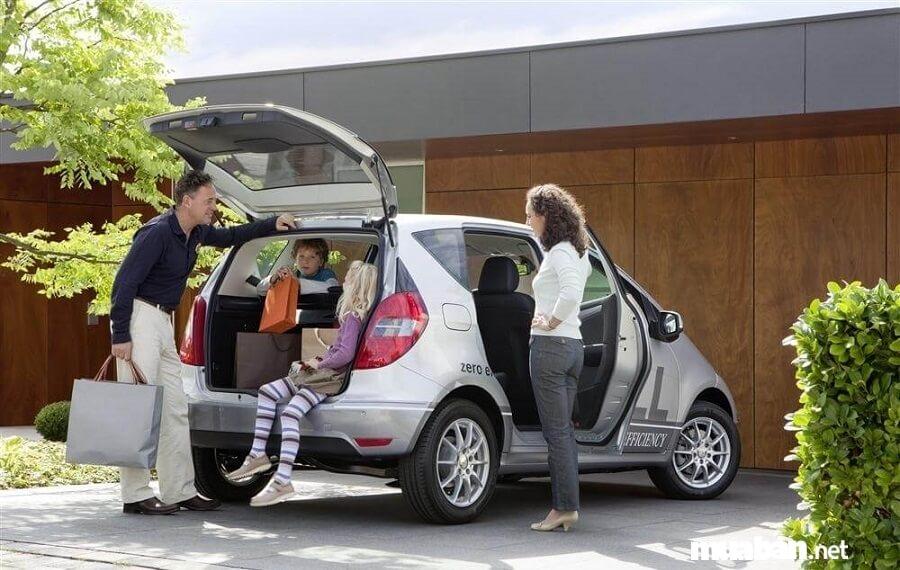Trước khi thuê xe bạn nên kiểm tra các vết móp, trầy xước trên xe.