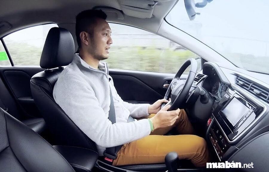 Do thiếu kinh nghiệm nên thường bỏ qua những bước kiểm tra quan trọng khi nhận xe.
