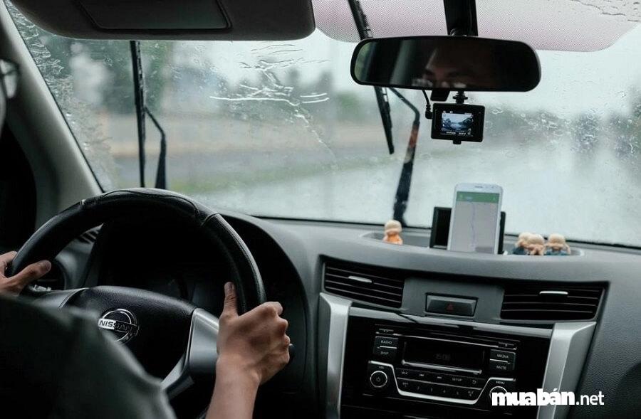 Kiểm tra điều hòa nhiệt độ là bước khá quan trọng khi thuê xe tự lái.