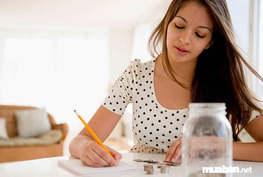 Kiếm thêm thu nhập là mục đích mà nhiều người đi làm thêm buổi tối.