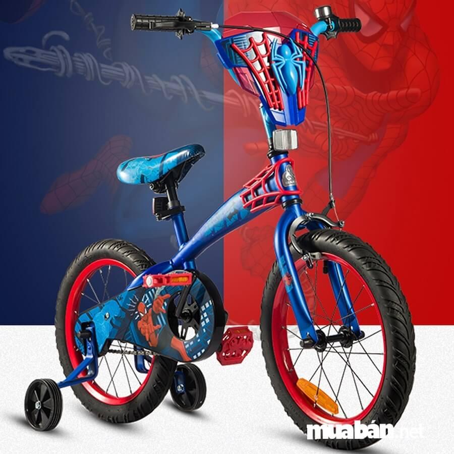 Đối với các bé trai năng động, có thể chọn xe đạp trẻ em 3 bánh màu xanh lá, xanh dương, đỏ…