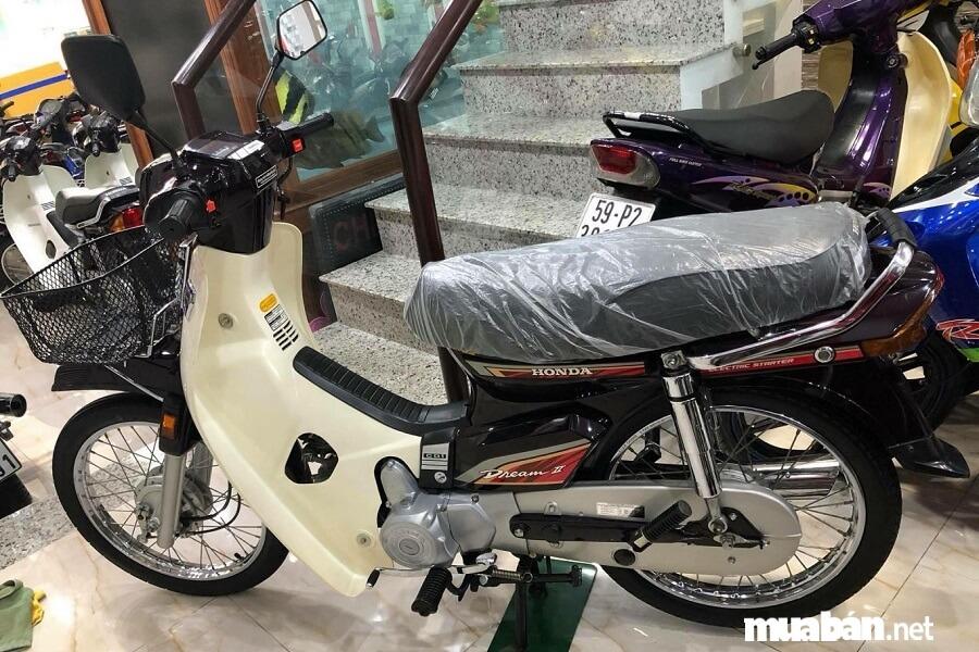 Ngày 27/4/2017, một chủ xe tại TP. Hồ Chí Minh đã rao bán trên mạng chiếc xe Honda Dream II Thái với giá là 600 triệu đồng.