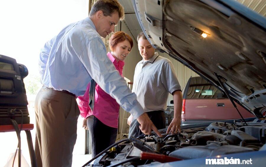 Để an toàn người mua nên chú ý, nhờ người có kinh nghiệm kiểm tra thật kỹ khi mua xe ôtô cũ.