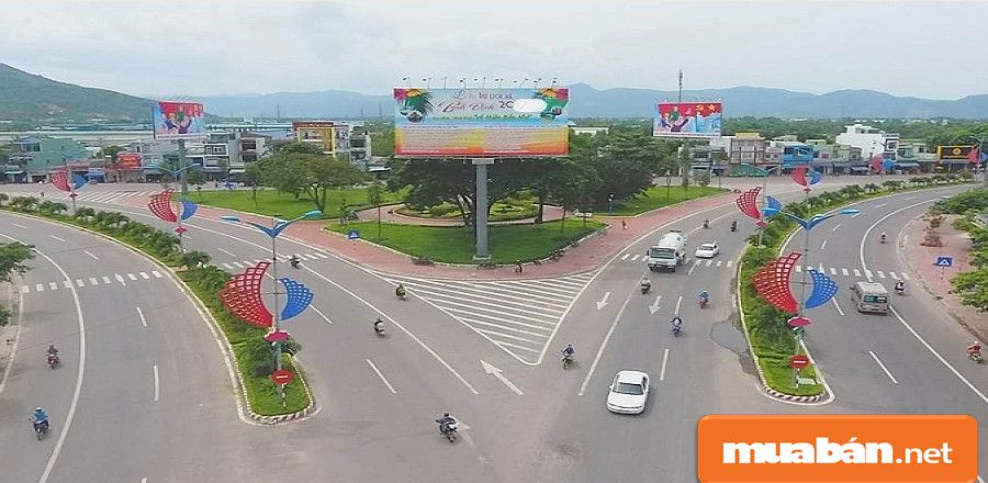 Bình Định là nơi có 4 loại hình giao thông: hàng không, đường bộ, đường thủy, đường sắt.