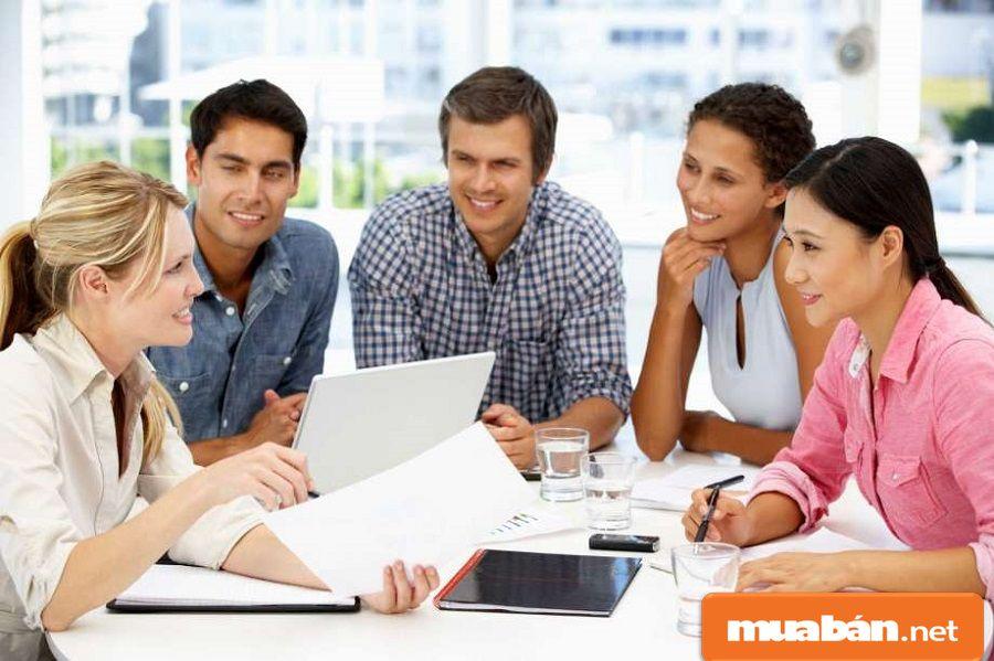 Bạn có thể đưa thông tin tuyển dụng cho nội bộ công ty để nhân viên giới thiệu ứng viên.