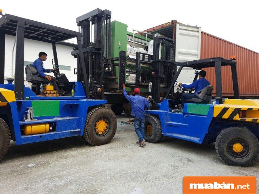 Đây là tài xế lái xe chuyên dụng dùng cho các kho bãi dùng để vận chuyển hàng hóa.