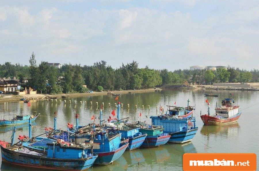 Việc làm Quảng Trị phát triển nhờ những lợi thế về vị trí địa lý kinh tế.