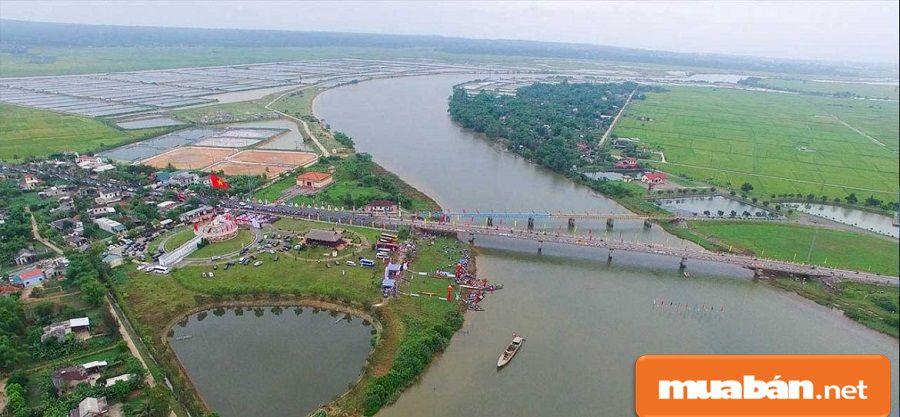 Quảng Trị có lợi thế về cơ sở hạ tầng với hệ thống đường bộ, đường sắt và đường thủy.