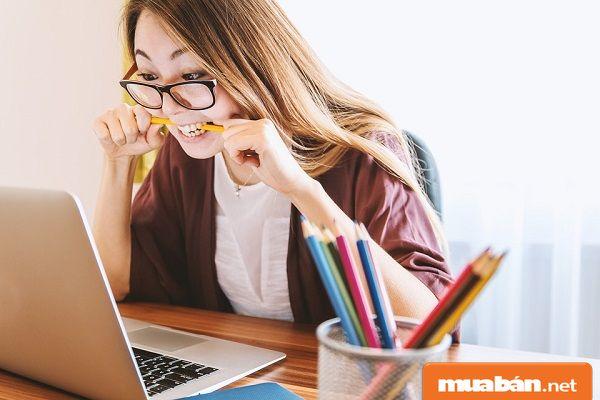 Việc làm online tại nhà giúp sinh viên kiếm thêm thu nhập.