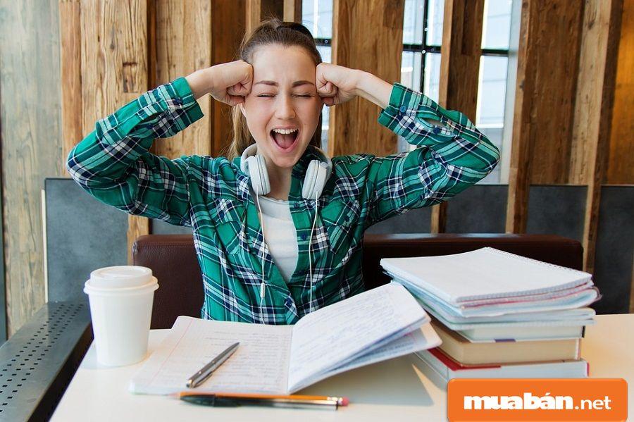 Hãy sắp xếp thời gian làm thêm và học tập, nghỉ ngơi hợp lý, tránh căng thẳng...