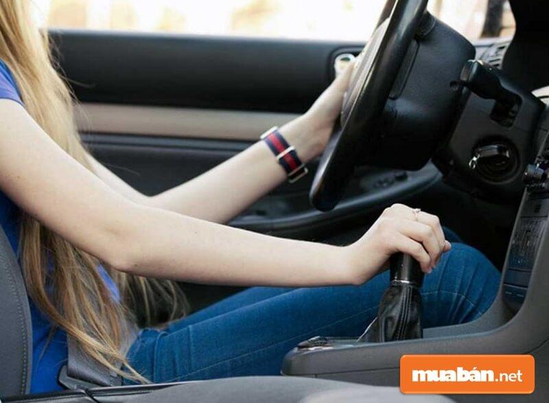 Muốn học lái xe ô tô nhanh thành thục và an toàn bạn cần phải làm quen xe trước.