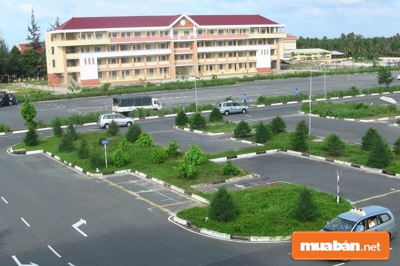 Trung tâm đào tạo và sát hạch lái xe ĐH An Ninh Nhân Dân là một trong những trung tâm dạy học lái xe ô tô lâu đời tại TPHCM