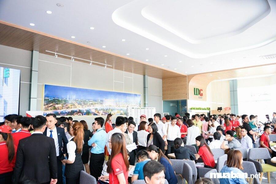 Có đến 500 khách hàng tham quan nhà mẫu Marina Tower