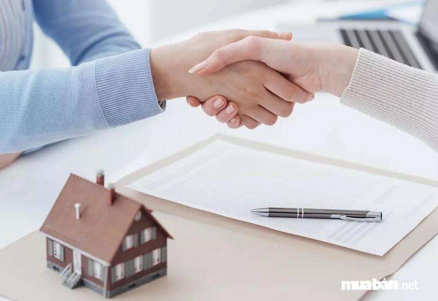 Trước khi đặt bút ký hợp đồng mua bán nhà đất bạn cần lưu ý nhiều điều.