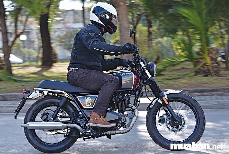 Brixton BX 125 được thiết kế theo phong cách cổ điển những năm 70-80 thế kỷ trước.
