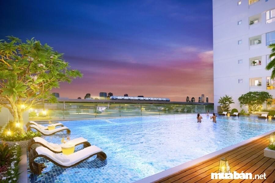 Hồ bơi sky view hiện đại ngay tầng 4 đem lại cho cư dân những giây phút thư giãn thoải mái nhất.