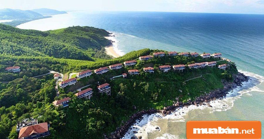 Huế có đường bờ biển dài với nhiều bãi biển  đẹp như Lăng Cô, Thuận An…