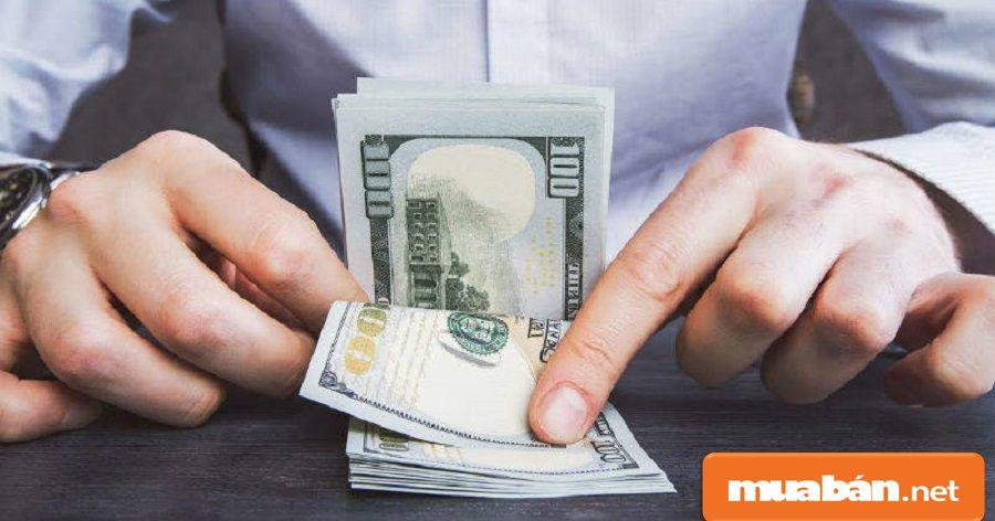 Bạn hãy tính toán kỹ số tiền bạn vay để mua điện thoại và số tiền lãi sau khi hoàn tất quá trình vay và trả.