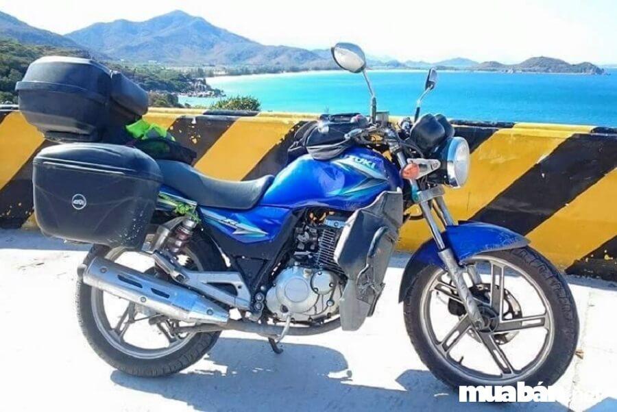 Về ngoại hình thì Suzuki EN150A là ứng cử viên sáng giá nhất trong phân khúc xe mô tô giá rẻ.