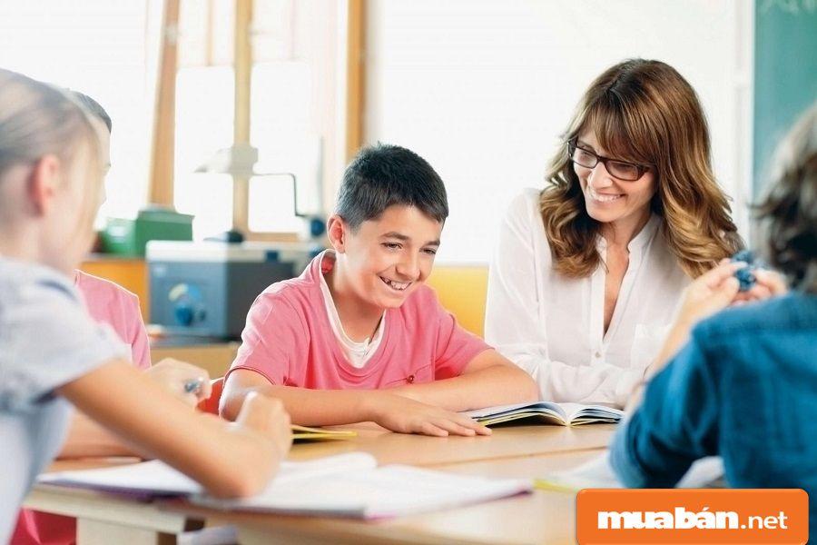 Mỗi buổi gia sư chỉ kéo dài từ 1 – 2 tiếng/ngày, một tuần khoảng từ 2 đến 3 buổi học.