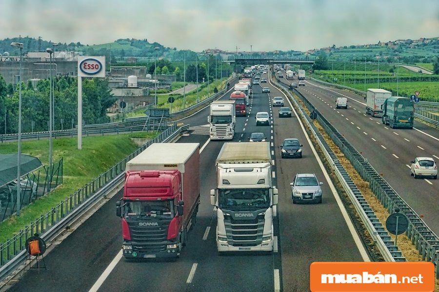 Bạn hãy tìm hiểu các tín hiệu giao thông để sử dụng khi cần thiết.