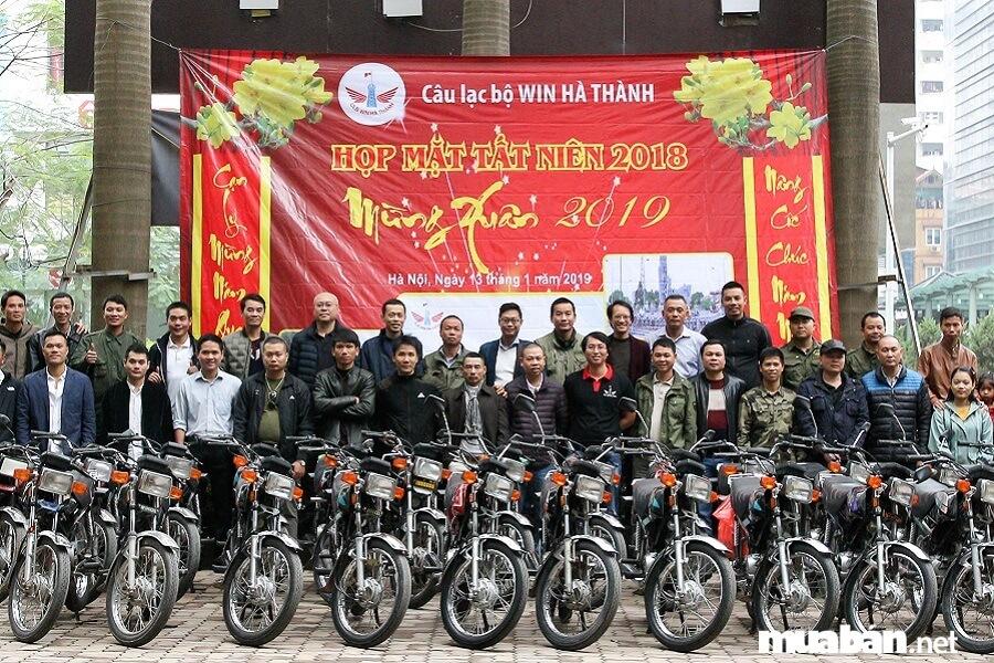 Hiện nay, nhiều người chơi xe Honda Win 100 ở Việt Nam tụ họp thành đội nhóm để chia sẻ chung niềm đam mê.