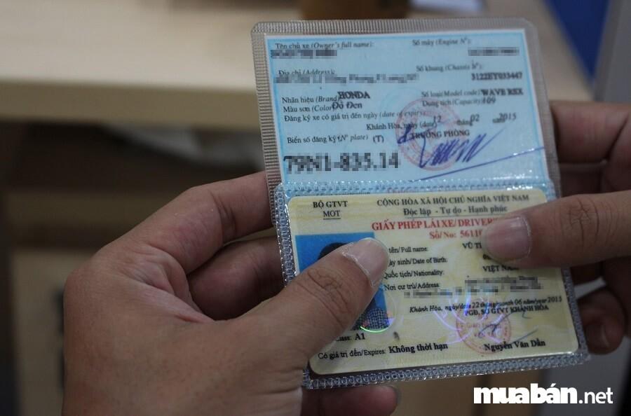 Để thực hiện thủ tục mua bán xe máy, bên bán và bên mua đều cần chuẩn bị sẵn một số giấy tờ.