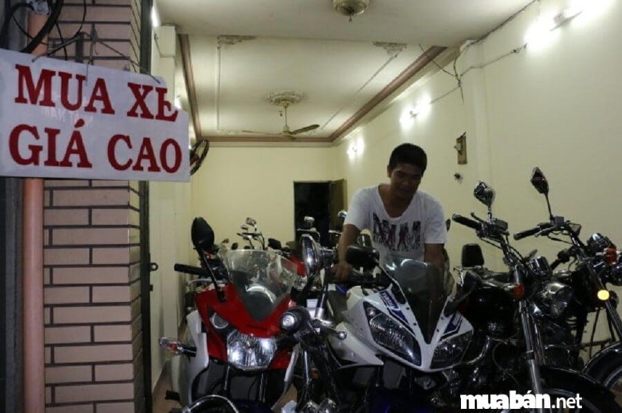 Nếu muốn mua xe máy cũ tphcm hãy đến ngay ngã tư Phú Nhuận - Giao điểm của 4 đường: Nguyễn Kiệm - Hoàng Văn Thụ.