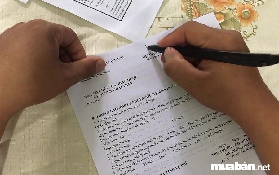 Bạn có thể nộp thuế trước bạ xe máy ở các Chi cục thuế Quận/Huyện.