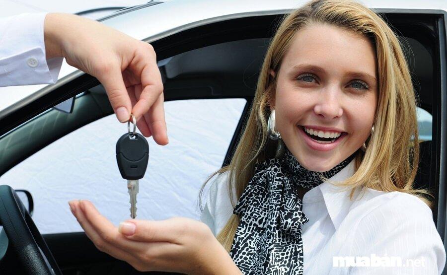 Một trong những thủ tục mua bán xe ô tô cũ đó chính là khám sổ lưu hành và đổi sổ lưu hành ô tô.